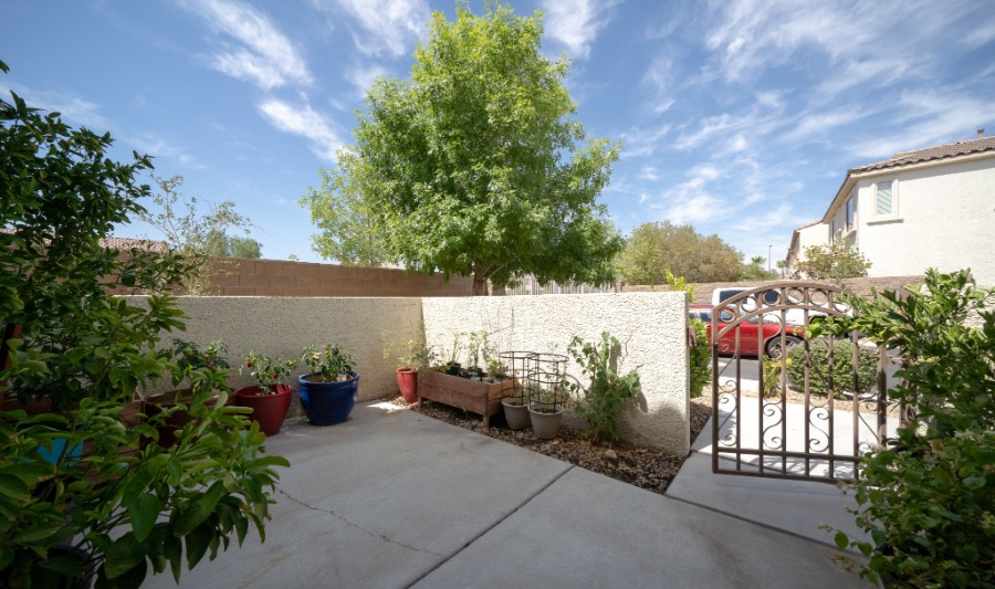 10482 Mulvaney  | Courtyard Entry