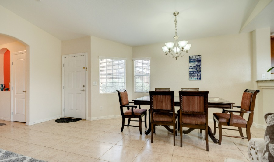 5387 Sand Dollar | Dining and Entry